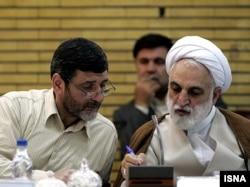 محسنی اژهای و حسین صفار هرندی، وزرای وقت اطلاعات، و فرهنگ و ارشاد اسلامی در دولت نخست محمود احمدینژاد که هر دو پس از انتخابات ۸۸ و پیش از تشکیل دولت جدید از کار برکنار شدند