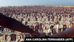 تجمع اعضای جامعه بهایی در ریو دوژانیرو در حمایت از هفت رهبر در بندشان در خرداد ماه ۹۰