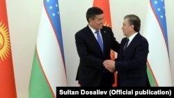Президенты Узбекистана и Кыргызстана Шавкат Мирзияев и Сооронбай Жээнбеков.
