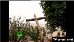 Активистки FEMEN возле спиленного ими креста, Киев, 17 августа 2012