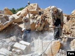 Arxiv foto:Daş karxanasında çalışan fəhlələr