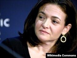 Главный операционный директор компании Facebook 44-летняя американка Шерил Сандберг.