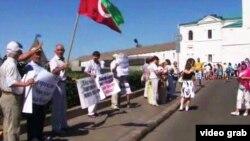Tatarstan -- Tatars protest closing Tatar schools Kazan, July 10, 2012