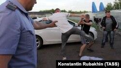 Экоактивисты во время драки с охранниками ЧОП у Хоперского заповедника