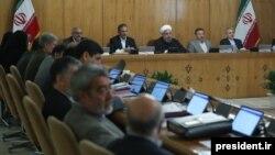 سه تن از این استانداران تازه معرفی شده، در دولت اول حسن روحانی نیز استاندار بودند و جابهجا شدهاند.