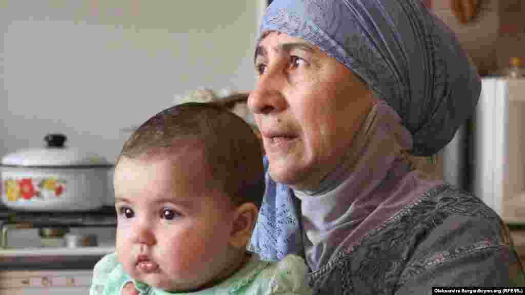Мама Сервера, Венера с внучкой на руках: «К нам постоянно приходят гости знакомые и не знакомые. И все благодарят, благодарят, благодарят за сына и за все, что он делал»