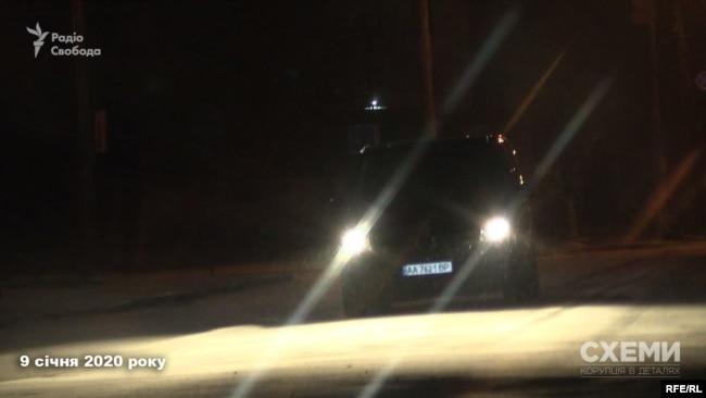 «Схеми» вирушили за чорним мікроавтобусом Mercedes, у яке пересіли пасажири літака із Оману