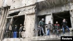 Сиријски бунтовници во Хомс.