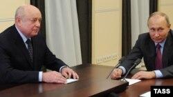 RISI-nin direktoru Mikhail Fradkov və prezident Vladimir Putin.