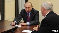 Владимир Путин на встрече с Сергеем Чемезовым, 2016 год