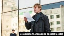 Активист Станислав Захаров на одном из митингов в Чите