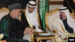 Saudi King Abdullah bin Abdulaziz Al Saud (right) meeting with Afghan President Hamid Karzai (left) at King Khalid airport in Riyadh in 2010.