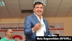 Михаил Саакашвили на избирательном участке
