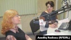 Aygün Aslanlı (solda) və Şahnaz Bəylərqızı