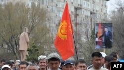 Оппозиционный митинг в Бишкеке. 10 апреля 2014 года.