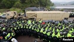 Система протиракетної оборони США THAAD у Сончжу, Південна Корея, 26 квітня 2017 року