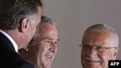 """Буш пообещал чехам """"поговорить"""" с российским президентом о ПРО"""