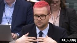 """""""Cambridge Analytica"""" компаниясынын мурдагы кызматкери Кристофер Уайли британ парламентинде. 27-март, 2018-жыл."""