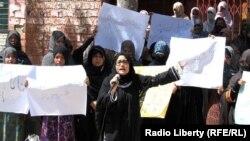 د هزاره قبیلې مېرمنې د خپلو وګړو د وژنې پر ضد احتجاج کوي