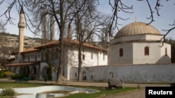 Ukraine -- A general view shows the mosque of the Khan's Palace in the Crimean town of Bakhchisaray, March 10, 2014