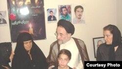 دیدار محمد خاتمی با مادر سهراب اعرابی، کیانوش آسا و اشکان سهرابی