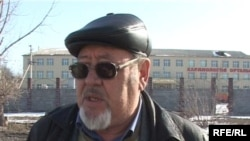Жанатбек Сарсенбаев, общественный активист, выступает на акции протеста. Талдыкорган, март 2009 года.