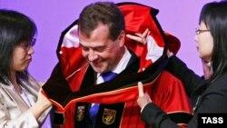 Дмитрия Медведева в Сеуле встречали с большим почетом