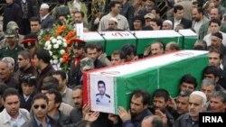 عکس مربوط به مرگ و تشییع چهار پلیس در مریوان در سال ۹۰