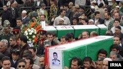 مراسم تشییع و خاکسپاری چهار مأمور انتظامی کشته شده در مریوان، روز یکشنبه برگزار شد