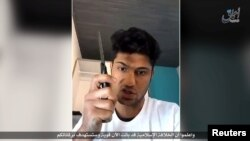 Фрагмент видеозаписи ИГ, в которой, как предполагается, запечатлен человек, напавший на пассажиров поезда в немецком Вюрцберге 18 июля 2016 года.