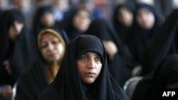 Иранские женщины на заседании консерваторов, где определяют кандидатов в президенты. Тегеран, 6 апреля 2017 года.