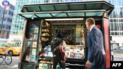 Газетний кіоск, присвячений викриттю неправдивих новин, Нью-Йорк