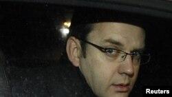 Andy Coulson după demisia sa din funcția de șef al presei la biroul premierului britanic