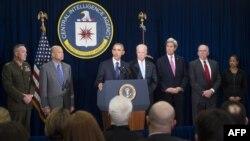 باراک اوباما، دیداری نهچندان معمول از دفتر مرکزی «سیآیای» داشته است. از راست: جان برنان، رئیس سیآیای، جان کری، وزیر خارجه، جو بایدن، معاون اول، و رئیسجمهوری آمریکا