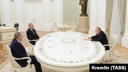 Встреча лидеров трёх государств (слева направо): Премьер-министр Армении Никол Пашинян, президент Азербайджана Ильхам Алиев и президент России Владимир Путин, Москва, 11 января 2021