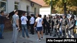 Poliţia nu a permis tinerilor cu tricouri Liga Tineretului Rus să circule pe traseul Marşului Unirii.