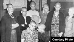 Нідерландські жінки, звинувачені у зв'язках з німцями, 1945 рік. Фото з Національного архіву Нідерландів