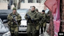 Ukraine -- Self-proclaimed Donetsk People's Republic leader Aleksandr Zakharchenko (C) walks in downtown Donetsk, January 22, 2015