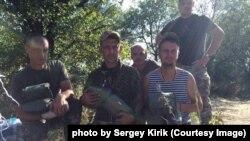 Сергій Кирик (в центрі) із побратимами у зоні АТО. Донбас, літо 2014 року