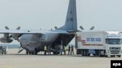 Літак із рештками загиблих в авіакатастрофі «Боїнга-777» відлітає до Нідерландів, 4 серпня 2014