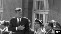 Архіўнае фота. Прэзыдэнт Кенэдзі выступае ў Бэрліне 26 чэрвеня 1963 году. Гэтую прамову назавуць гістарычнай, а яго фраза «Ich bin ein Berliner», сказаная ў знак спачуваньня людзям, якія жывуць у падзеленым горадзе, стане крылатай