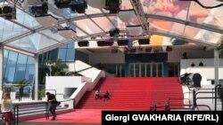 Красная дорожка в Каннах незадолго до открытия кинофестиваля. 8 мая 2018 года.