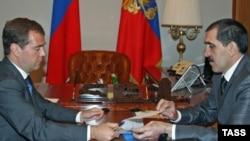 Russian President Dmitry Medvedev (left) meets with Ingushetia's leader Yunus-Bek Yevkurov in Sochi on August 28.