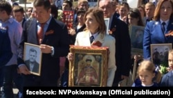 Наталья Поклонская с иконой Николая Второго, 9 мая 2016 года