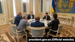 Кырымтатар лидерлары Владимир Зеленский белән очрашуда