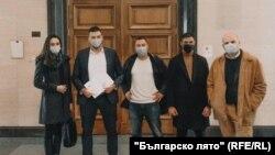 """Част от учредителите на партия """"Българско лято"""" в Софийския градски съд."""
