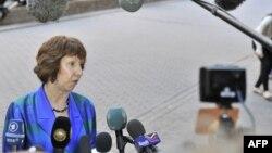 Верховный представитель ЕС по вопросам внешней политики Кэтрин Эштон беседует с журналистами, Брюссель, 23 июля 2012 г.