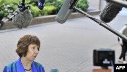 Shefja e diplomacisë evropiane, Kethrin Eshton, para gazetarëve në Bruksel
