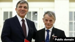 Төркия президенты Абдулла Гул (с) һәм Мостафа Җәмилев