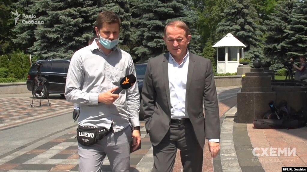 Раніше «Схеми» встановили, що окрім «1+1», Віктор Медведчук з родиною є партнером Ігоря Коломойського у трьох обленерго і двох металургійних заводах